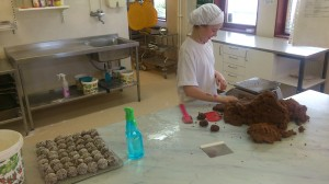 Chokladbollsvägning och rullning